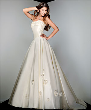Perfect wedding dress - bridal gown by famous designer Alfred Sung, Vera Wang