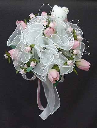 http://www.romance-fire.com/pictures/hello%20kitty%20wedding%20bouquet.jpg