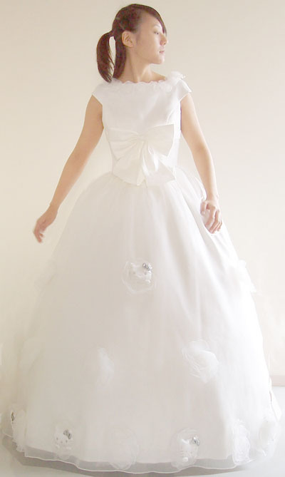 hello%20kitty%20wedding%20gown%2002.jpg