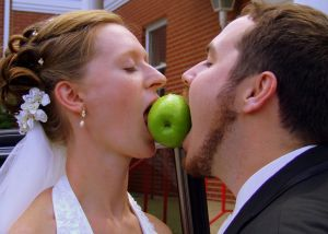 wedding couple biting apple